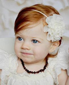 Colares de âmbar do báltico ajudam a amenizar os sintomas da dentição do bebê